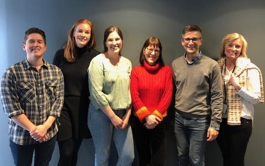På plass i Drammen: Det nye FFT-teamet, fra venstre Benjamin Mathias Silseth, Beate Cecilie Holm, Marlene Johre og Helene Wahl, her sammen med Dagfinn Mørkrid Thøgersen og Anne Lothe Brunstad ved NUBU.