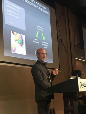 Om hjernens utvikling: Phil Fisher var tydelig på at tiltak bør settes inn tidligst mulig. Foto: Kristin Horn Talgø