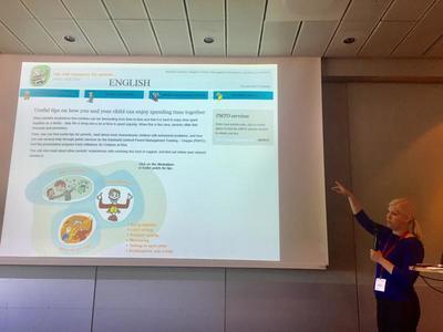 pmto.no: Marit Reer viser fram databasen og nettsiden pmto.no og hvordan den brukes som et implementeringsverktøy. Foto: Kristin Horn Talgø.