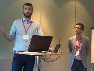Primula: Kyrre Lønnum og Dagfinn Mørkrid Thøgersen forklarer hvordan databasen Primula sikrer etterretteligheten til metodene MST, FFT og TFCO. Foto: Kristin Horn Talgø.