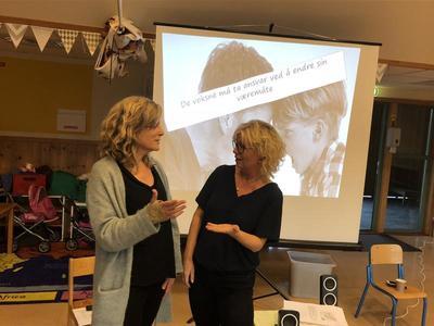 Ta ansvar: Ane Nærde og Sissel Torsvik var tydelig på at det er voksne som ta ansvar i situasjoner med barn der de viser aggresjon. Foto: Kristin Horn Talgø