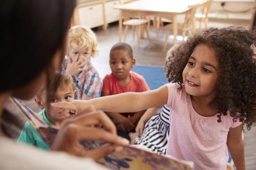 sosial kompetanse: Hvordan forstår foreldre sosial kompetanse blant barn med atferdsvansker? En studie fra NUBU viser blant annet at foreldre mener at jenter generelt har høyere sosial kompetanse enn gutter. Foto: Illustrasjonsfoto Colourbox.